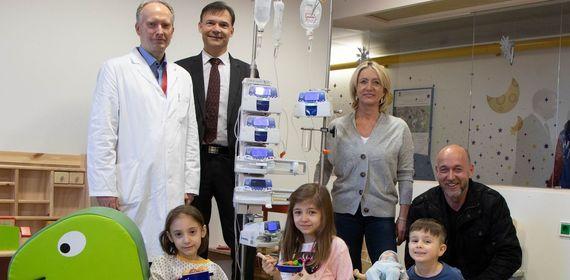 Verein Kinderlachen und Heidi Beckenbauer unterstützen kleine Patientinnen und Patienten