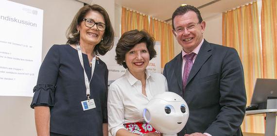 Pflege der Zukunft - Unterstützung durch Robotic und Digitalisierung in der Pflege